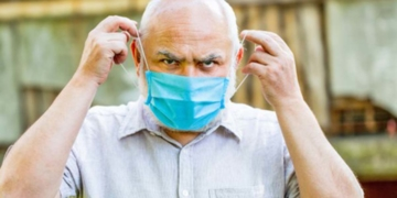 Persona mayor mascarilla pensiones dependencia Covid-19 paciente cronicos