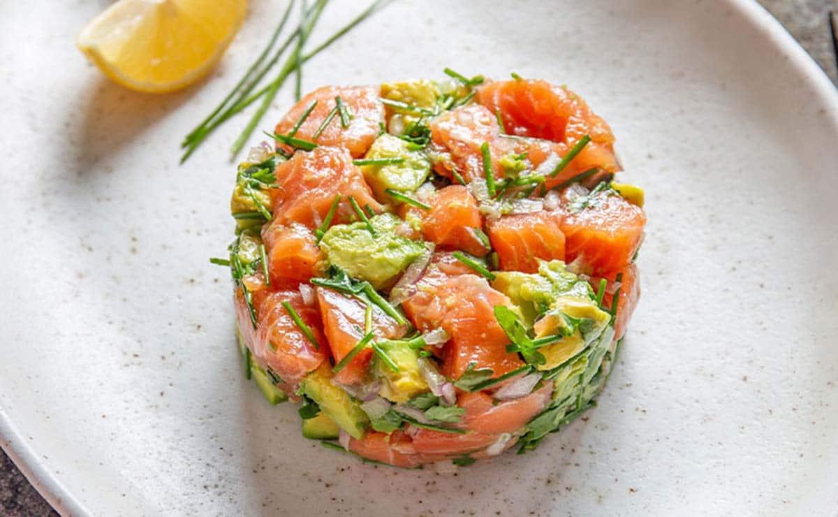 Tartar de salmón y aguacate receta