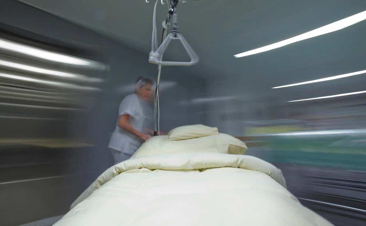 cama hospital vacía