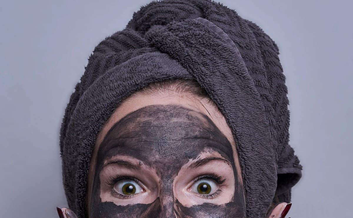 beneficios de usar carbón activado en la piel