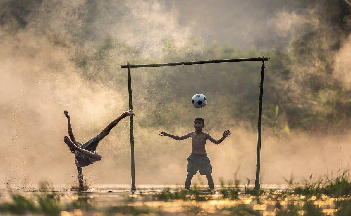 el fútbol beneficia el sistema circulatorio de grandes y chicos