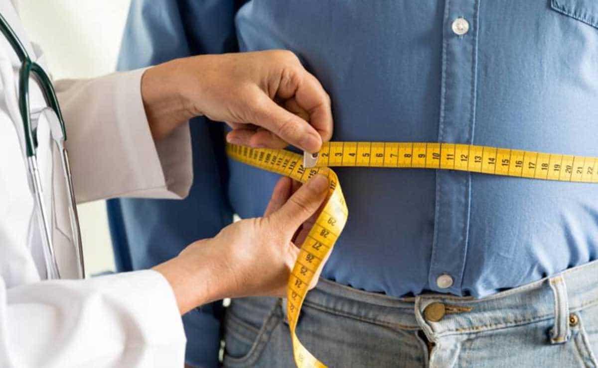 Una persona con obesidad y un médico