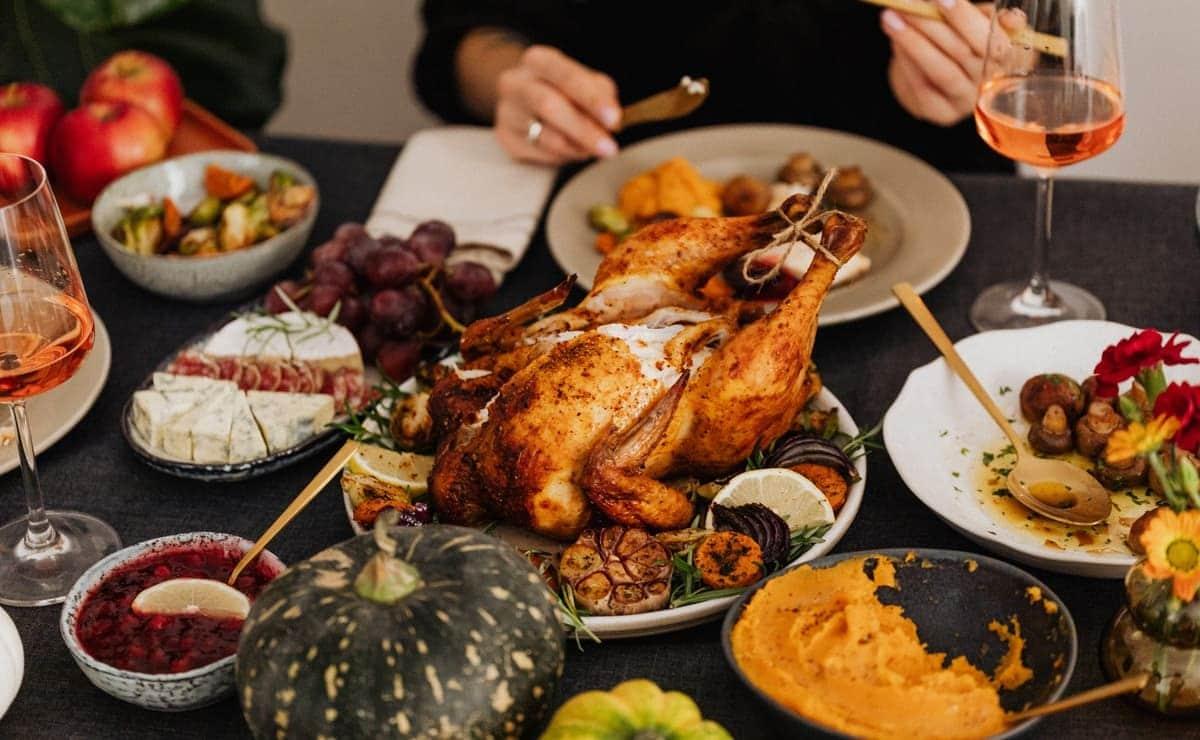 el pollo es un alimento ampliamente consumido