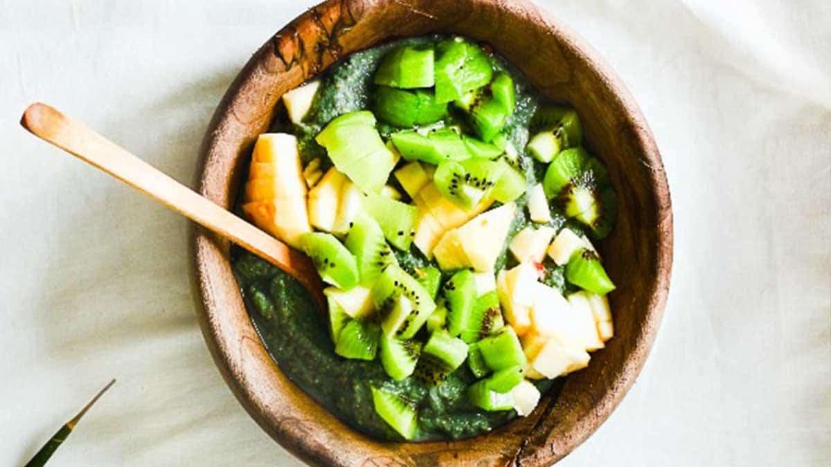 Porridge de avena con espirulina y frutas