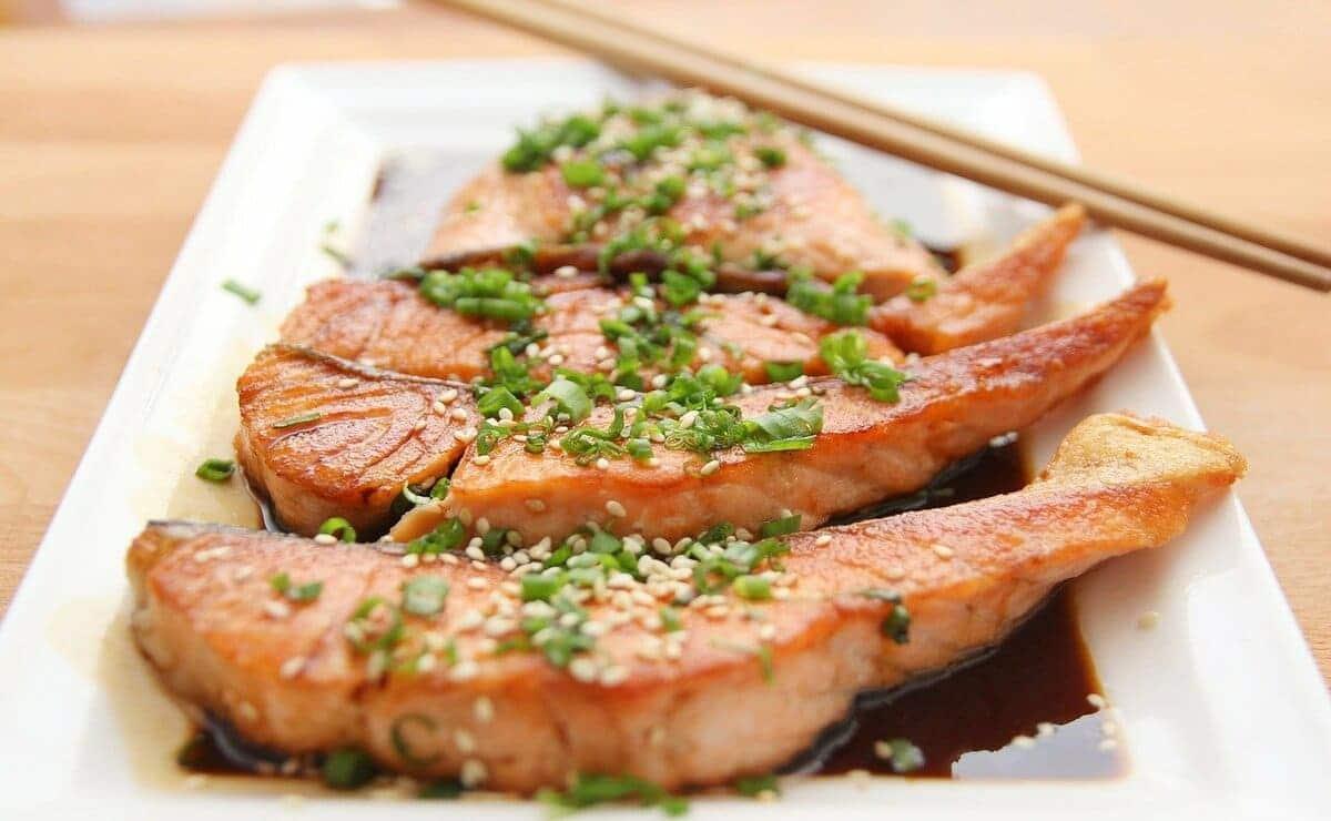 El salmón es de los pescados que mas hierro aportan