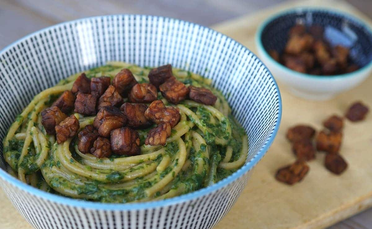 spaghetti y tempeh alimento fermentado