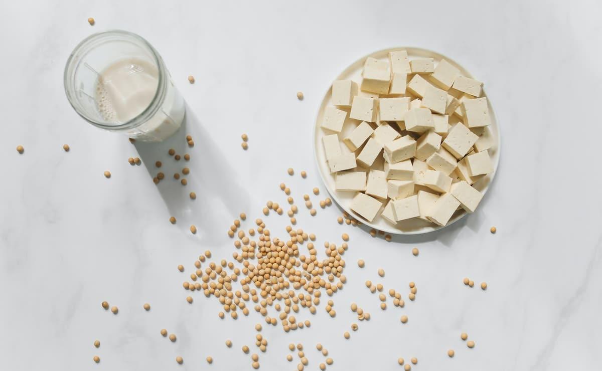 El tofu proveniente de las semillas de soja y su leche es un alimento perfecto