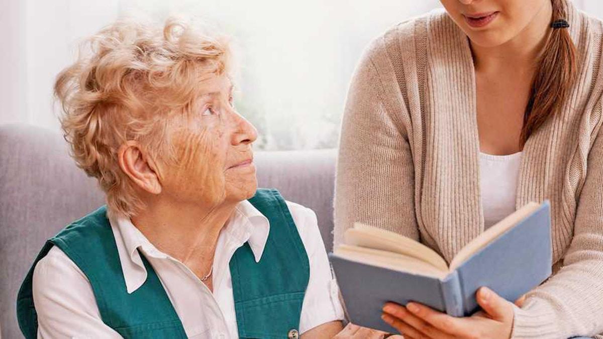 Persona con Alzheimer rehabilitación