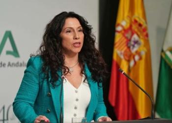 Rocío Ruiz, consejera de Igualdad de la Junta de Andalucía, hablando sobre dependencia