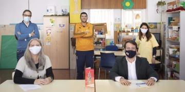 Fernando Giménez junto a Atención Autismo