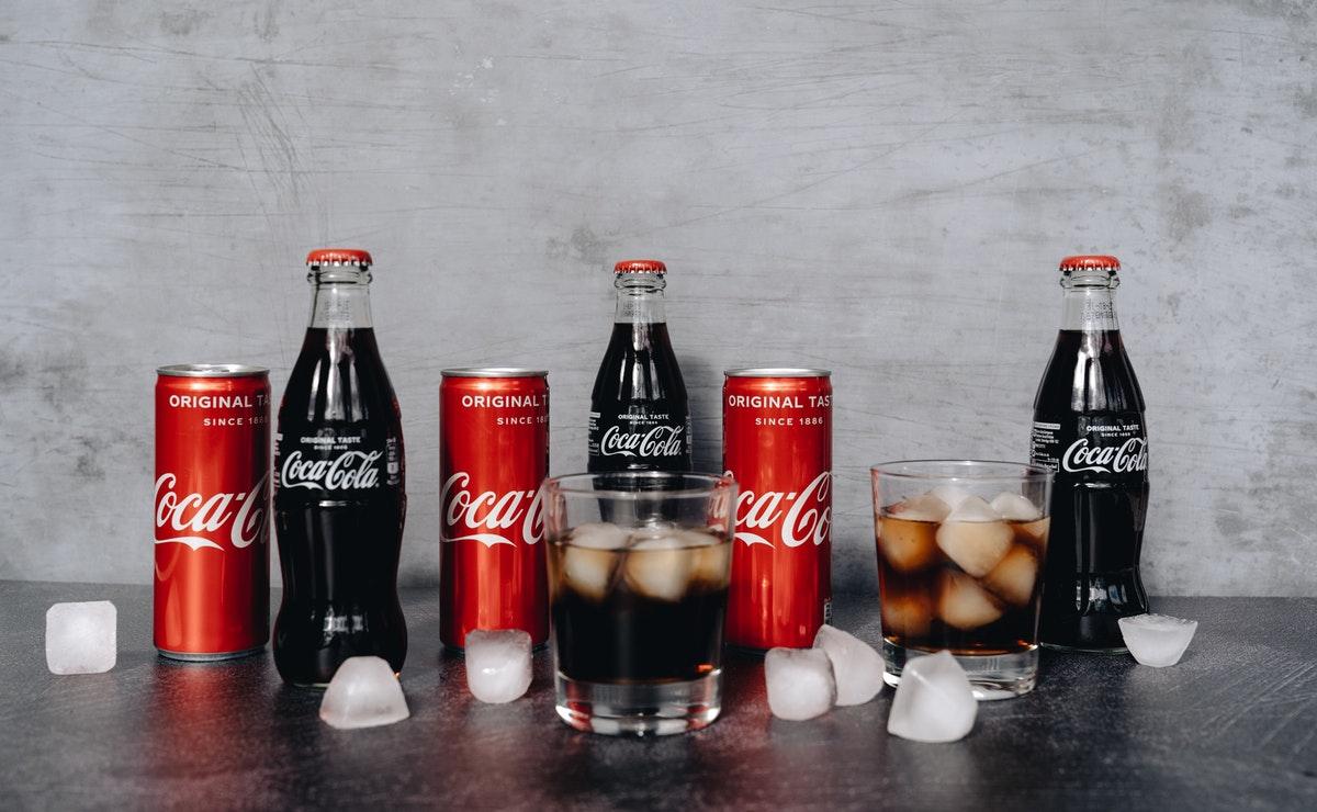 la coca cola  no es mejor que un jugo natural libre de azúcar