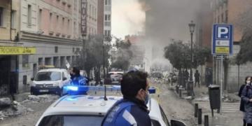 Explosión en parte de un edificio en la calle Toledo de Madrid - EUROPA PRESS