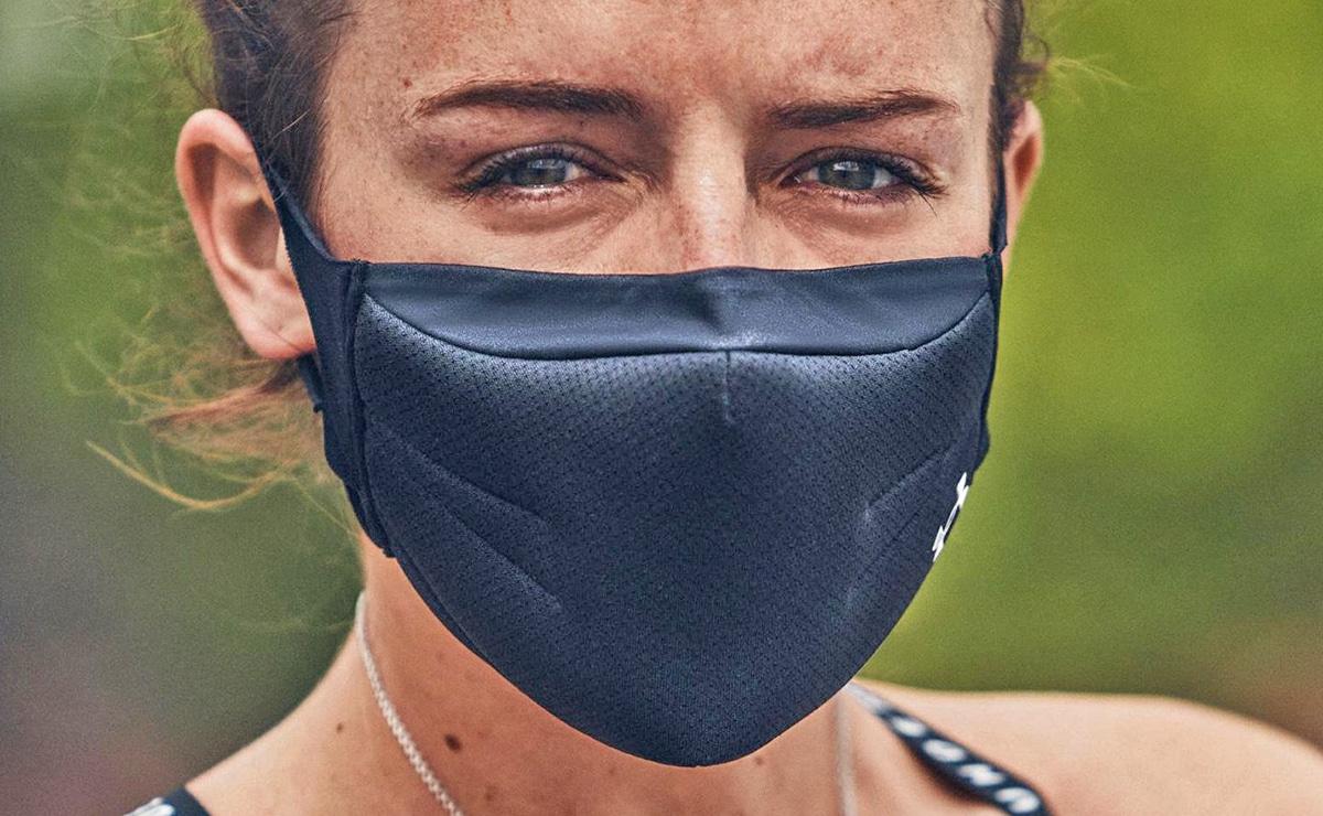 Mujer deportista con mascarilla