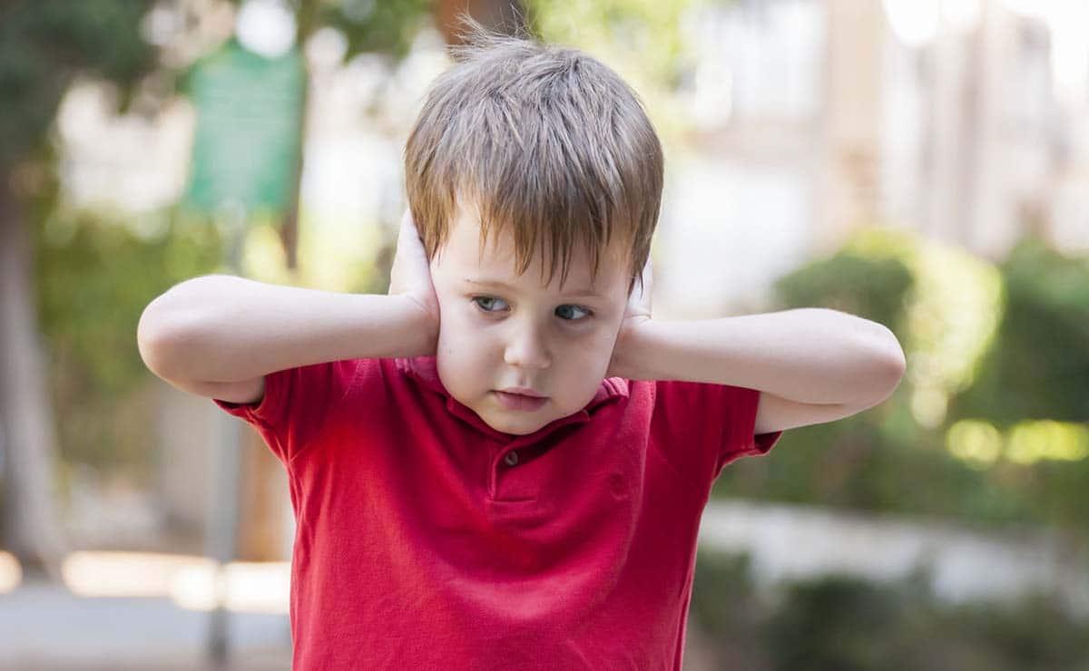 niño con autismo petardos