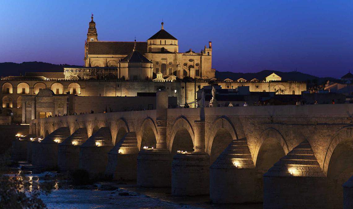 Turismo en Andalucía: Puente Romano y Mezquita Catedral en Córdoba