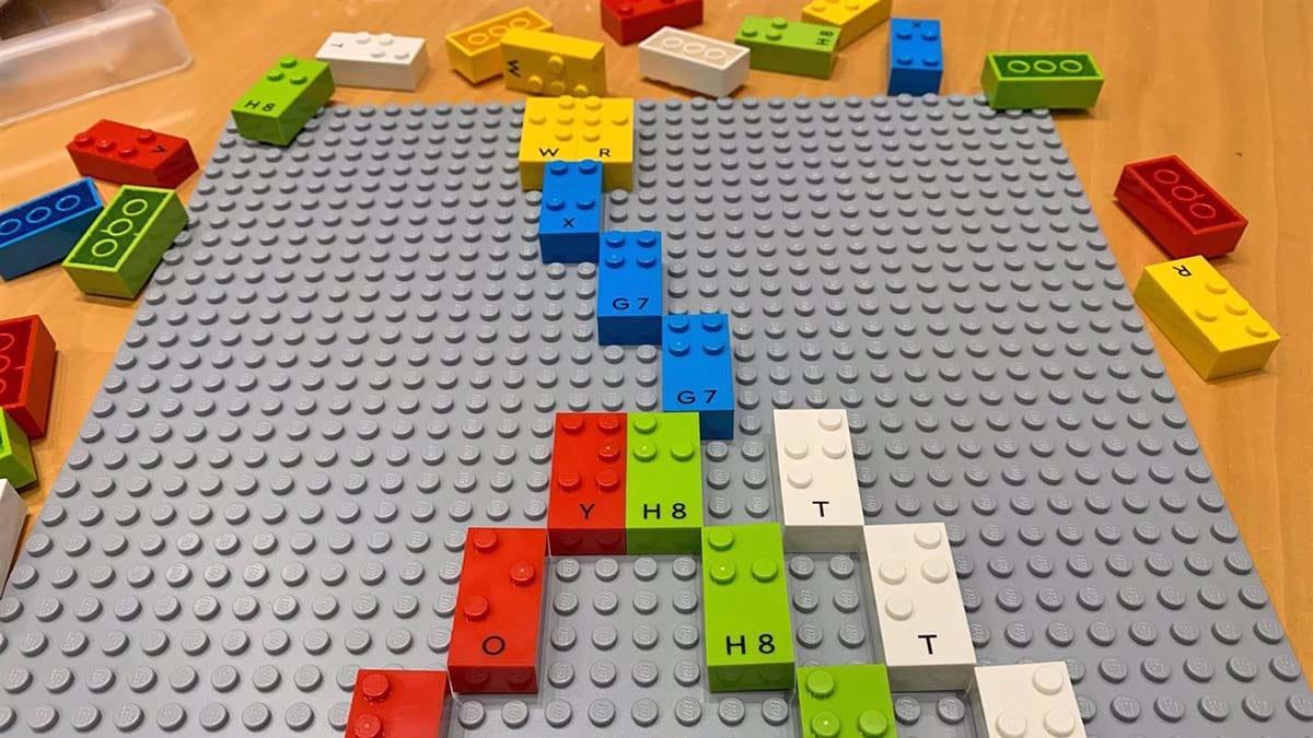 Piezas de LEGO en Braille