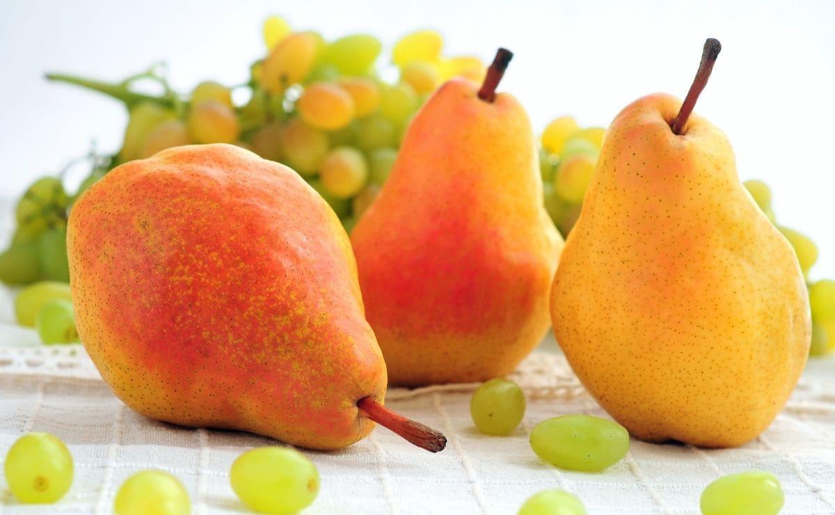 Jugo de peras y uvas