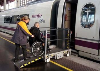 persona con discapacidad tren