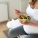 Embarazada controla sus niveles de triglicéridos