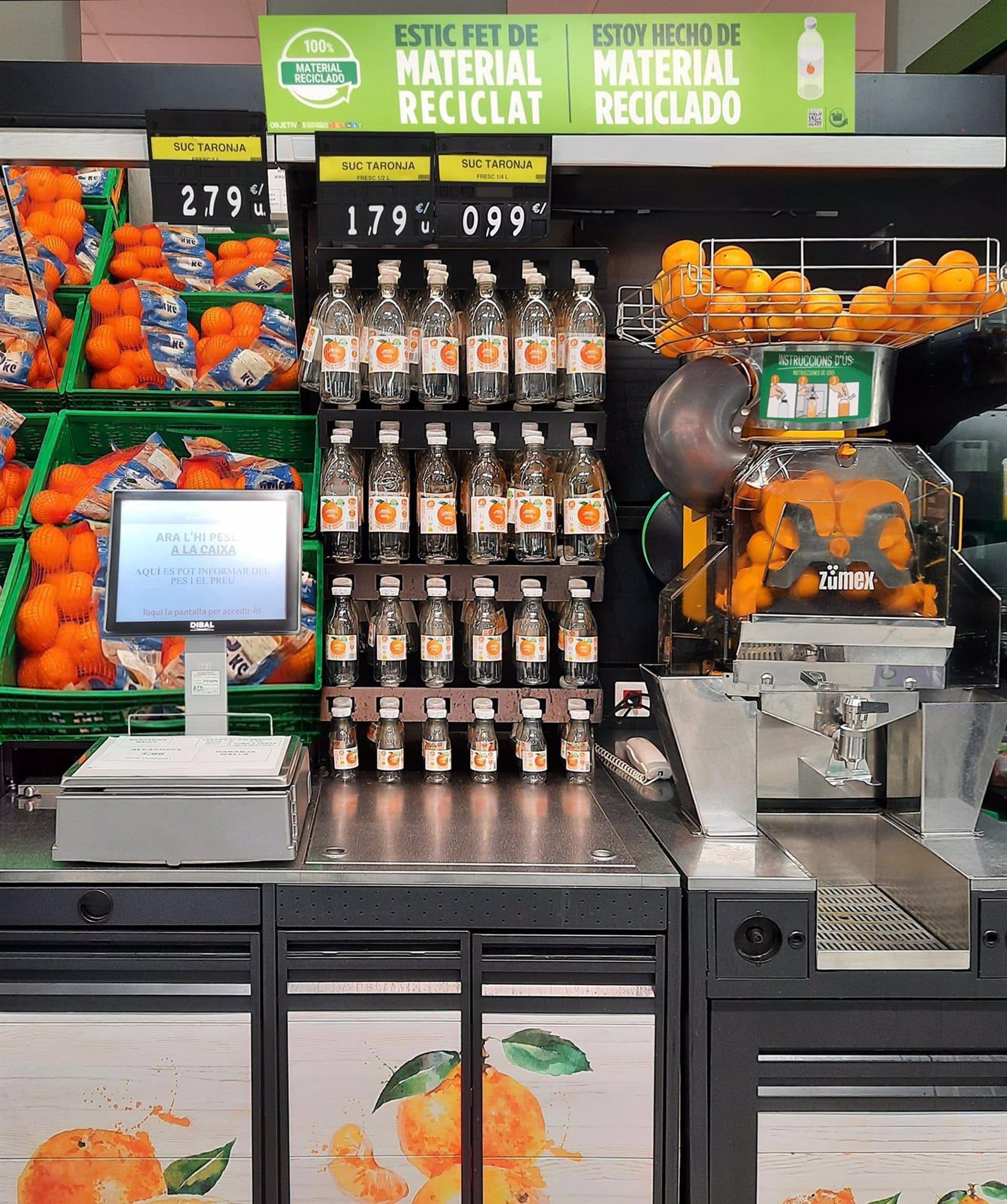 Esta es la botella de zumo de naranja con la que Mercadona salva el mundo