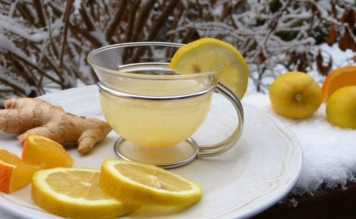Jugo de limón y limones
