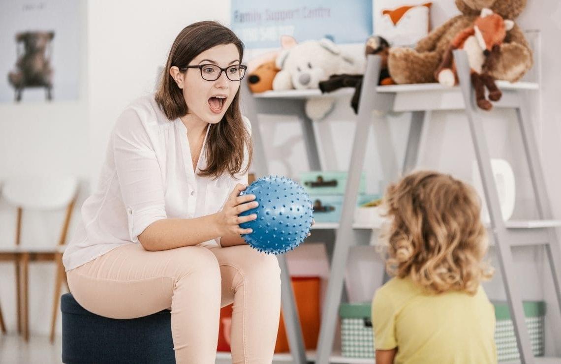 niña mujer con autismo