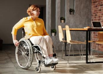 persona con discapacidad silla de ruedas