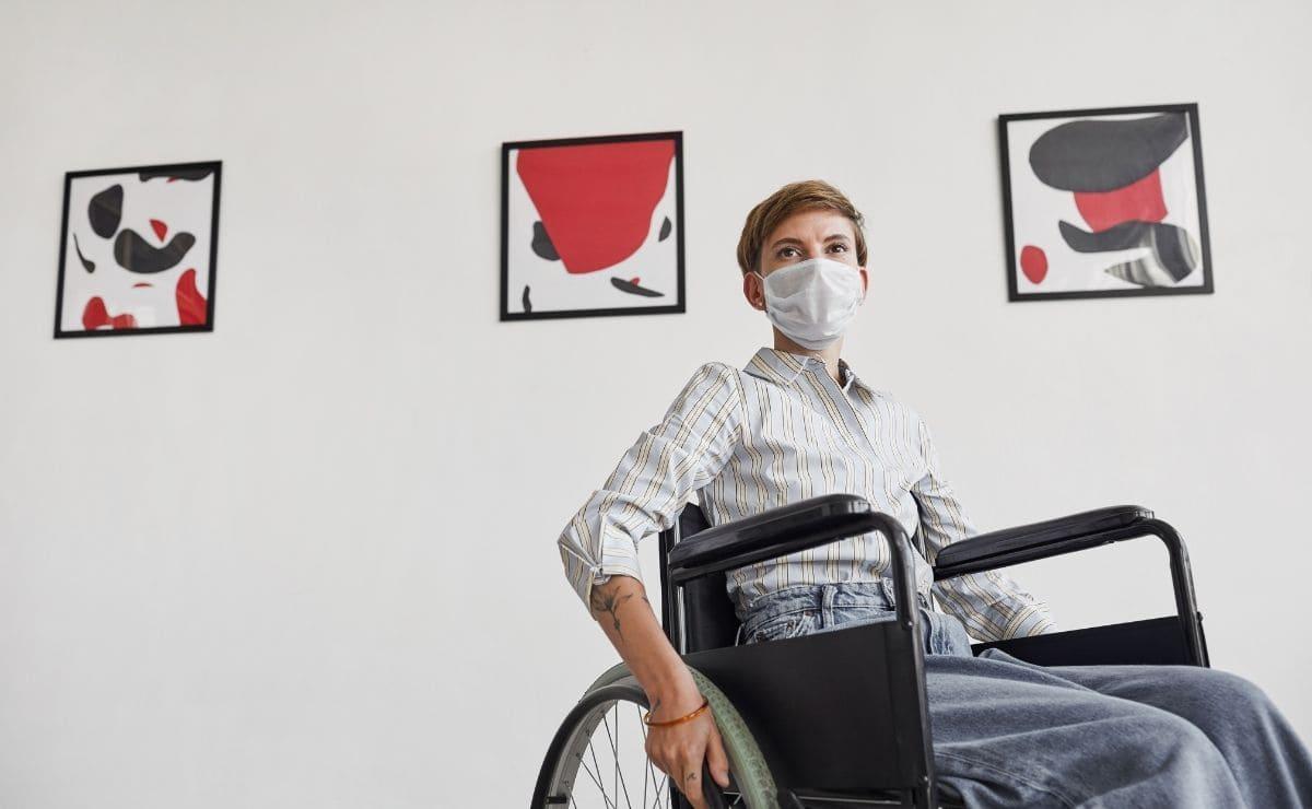 persona en silla de ruedas discapacidad Covid-19