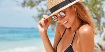 Mujer tomando el sol vitamina D piel
