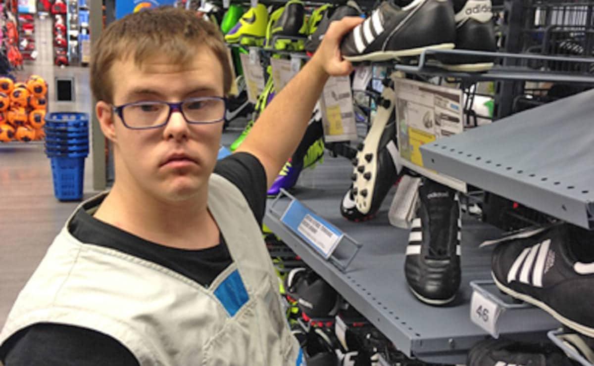Trabajador discapacidad Decathlon