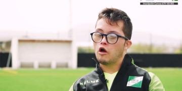 Fernando joven con síndrome de Down entrenador