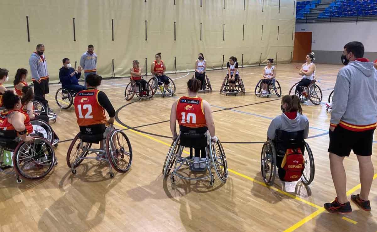 Selección española femenina de baloncesto en silla preparando los Juegos Paralímpicos