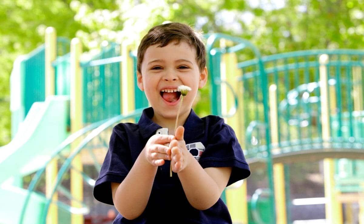 niño pequeño con autismo TEA