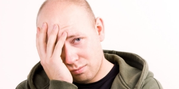 persona con autismo desempleo cansancio dolor de cabeza