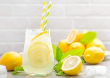 Té de limón con hielo