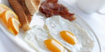 desayuno ayuno huevos bacon