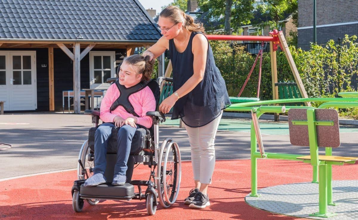 niña con discapacidad silla de ruedas