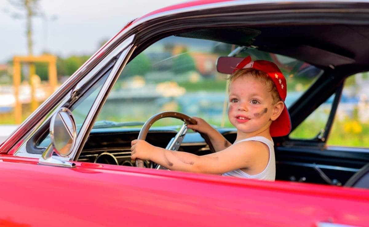 Como deben viajar los niños en el coche