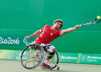 Daniel Caverzaschi durante el partido de dobles entre España y Bélgica en los Juegos Paralímpicos de Río 2016