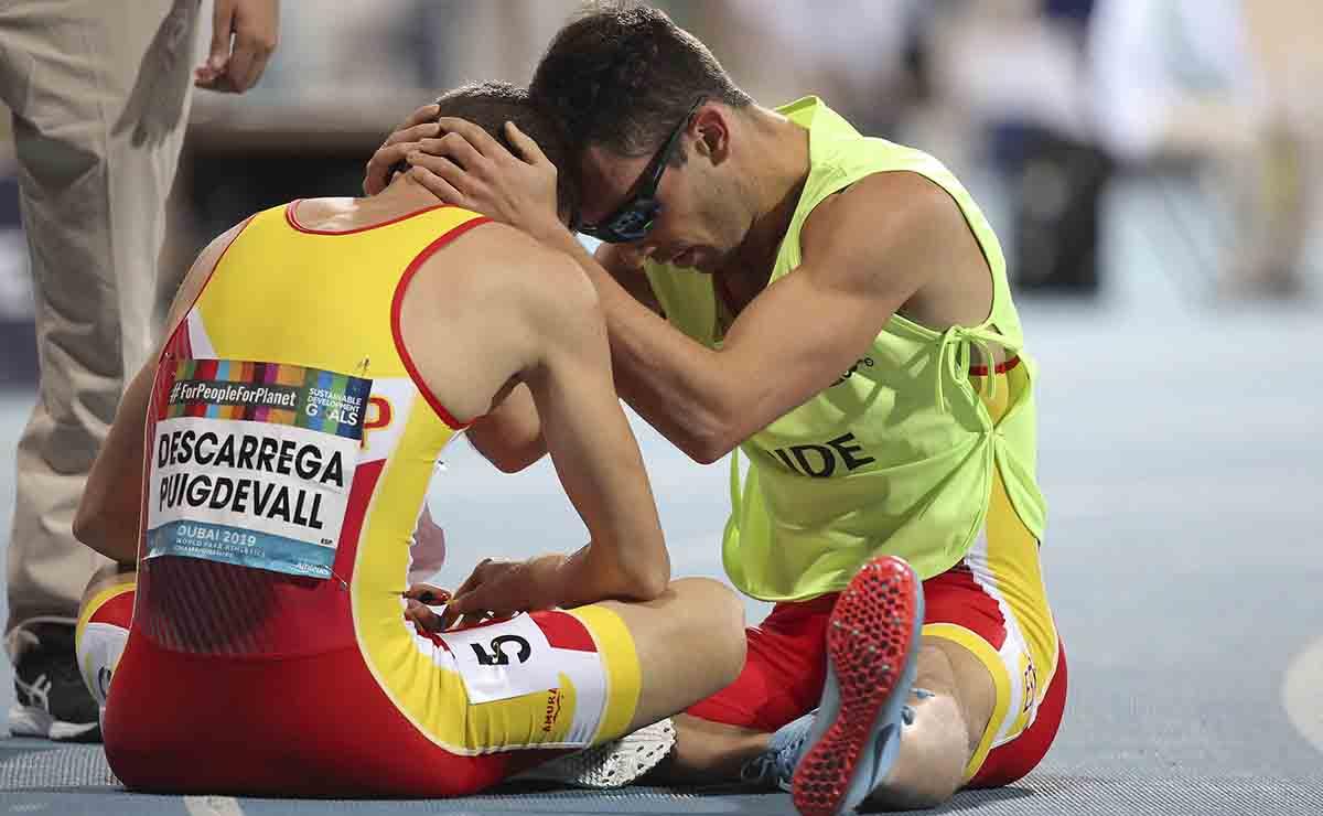 Gerard Descarrega y Guillermo Rojo, tras la final de 100 T11 del Mundial Dubái 2019 | Juegos Paralímpicos