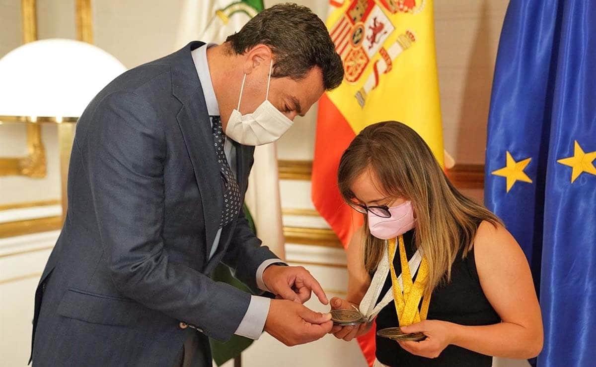 Juanma Moreno y Blanca BEtanzos