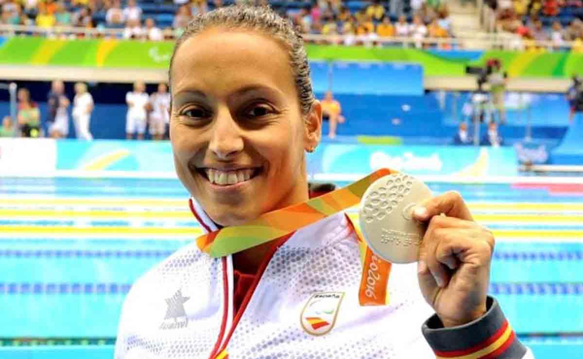 Teresa Perales recibiendo la medalla en los Juegos Paralímpicos de Río 2016