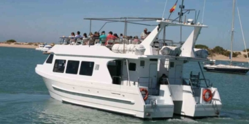 Turismo Andalucía   Catamarán en la provincia de Cádiz