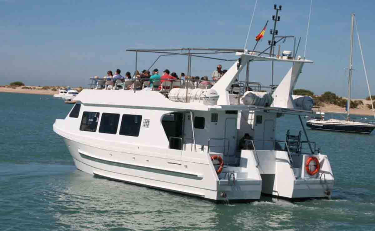 Turismo Andalucía | Catamarán en la provincia de Cádiz