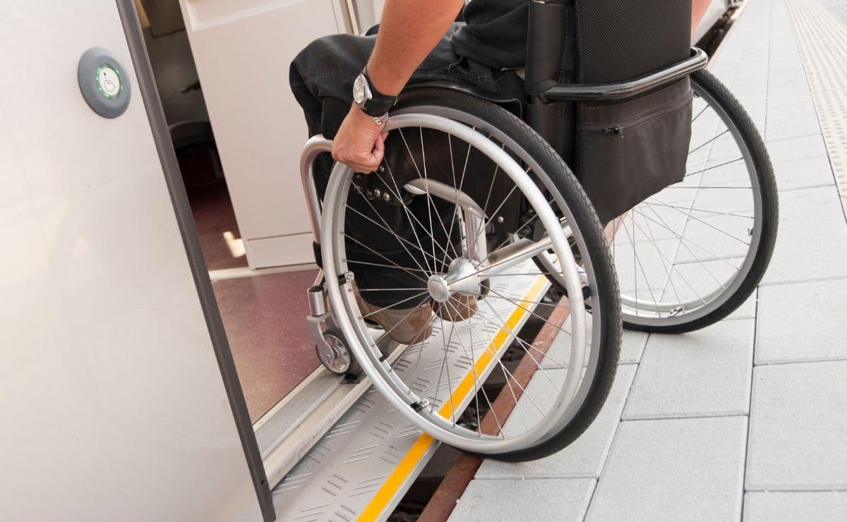 accesibilidad discapacidad silla de ruedas tren