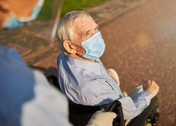 dependencia discapacidad persona mayor silla de ruedas