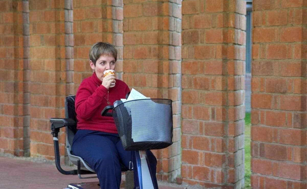 mujer con discapacidad silla de ruedas Seguridad Social