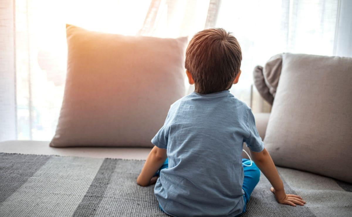 nino pequeno con autismo tea trastorno del espectro autista
