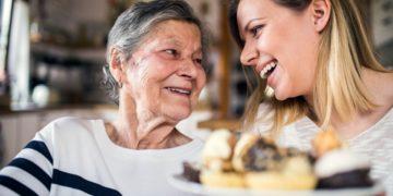 personas mayores anciana mujer mayor bienestar