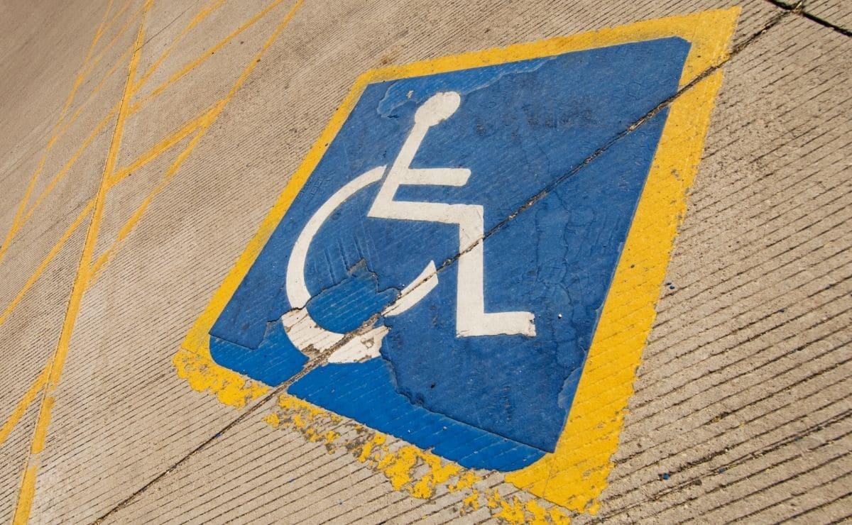 plaza persona con movilidad reducida discapacidad